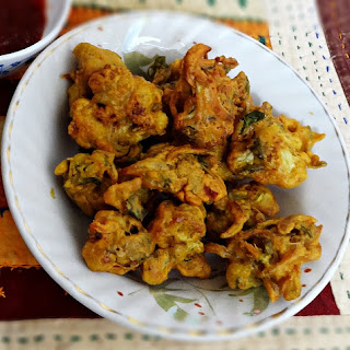 Cauliflower pakoras recipe – Crispy deep fried cauliflower snack