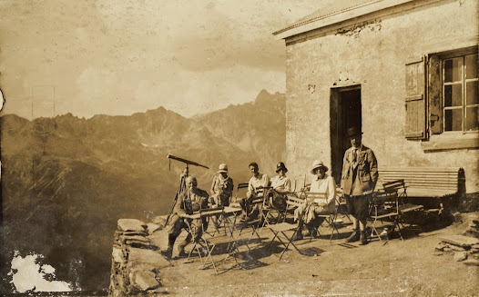 A trip to the mountains: rest stop at the Plan de l'Aiguille chalet-hotel (France), August 1930 (Mundaneum)