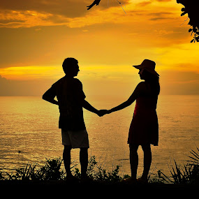 love in Bali by Cibo Heriansyah - People Couples ( silhouette, couple holding hands, couples )