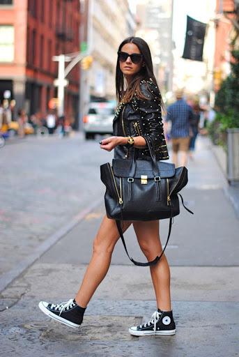 Cách đeo túi xách đẹp hoàn hảo đúng tư thế