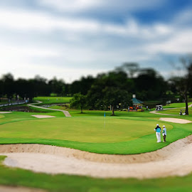 ON THE GREEN by Taufiq Hidayat - Sports & Fitness Golf (  )