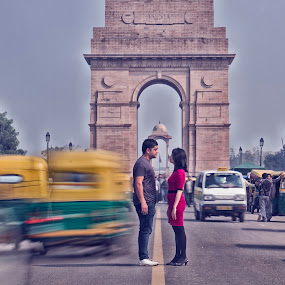 couple at india gate by Tarun Jha - Wedding Other ( indiastreet, weddingphotography, slowshutter, professionalphotographer, firstmeet, delhi, indiagate, prewedding, tarunjhaphotography.com, tarunjhaphotography, coupleshoot, weddingphotographyindia, india, couple, monument, weddingphotographydelhi, bride, groom, tarunjha, motionblurr )
