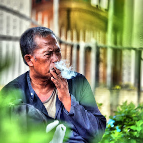 udud sek by Detector Guard - People Portraits of Men