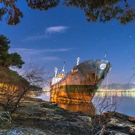Stranded boat.. by Mario Španjić - Transportation Boats ( stranded, sea, boat )
