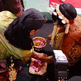 Prosesi.. by Dwi Ratna Miranti - Wedding Details