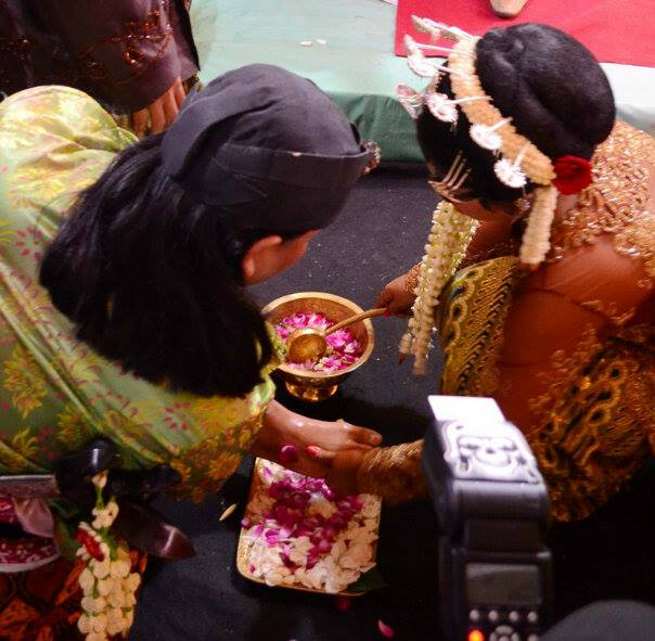 Prosesi.. by Dwi Ratna Miranti - Wedding Details