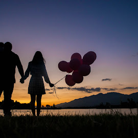 Togetherness is a very important ingredient to family life. by Yansen Setiawan - People Family ( silhouette, sunset, family, familia, balloon )