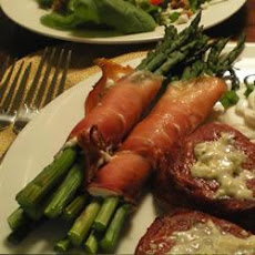Asparagus Wrapped in Prosciutto and Goat's Cheese