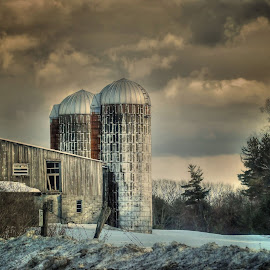 Approaching Storm by Liz Crono - Landscapes Weather ( clouds, winter, weather, barns, landscape, storm )