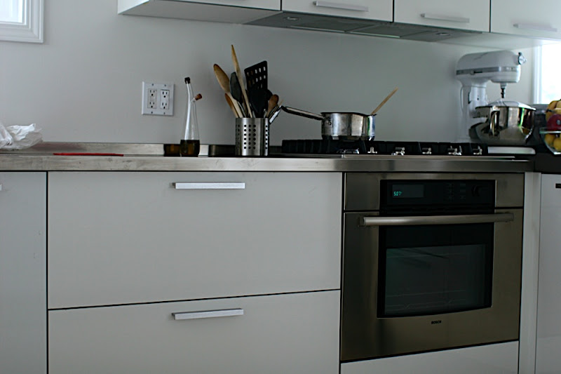 Design high gloss white lacquered finish mdf kitchen for Acrylic vs wood kitchen cabinets