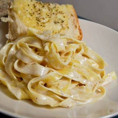 Simple Alfredo with Cheesy Garlic Bread