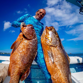 Pescando by Tony Saad - Sports & Fitness Watersports ( cubera, brazil, fish, diving, spearfishing, brasil )