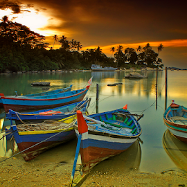 Rest in seaside by Dany Fachry - Transportation Boats ( water, fisherboats, west kalimantan, indonesia, boats, device, transportation, seaside, singkawang )