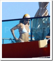 Fotos – Jennifer Lopez en bikini con sus bebes