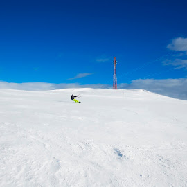 snowkiting - snowkite by Dan Baciu - Sports & Fitness Other Sports ( extreme sports, ski, snowkite, extreme, mountain, winter holiday, bucegi massif, romania, snowing, bucegi, mountains, adventure, winter, snow, snowkiting, winter sports, snowboarding )