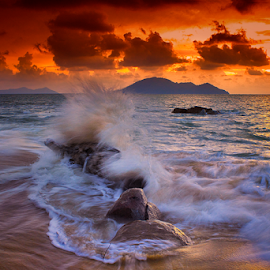 waves on beach by Dany Fachry - Landscapes Waterscapes ( waterscape, waves, seascape, beach, landscapes,  )