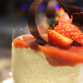 strawberry cheese cake by Lye Chieh Ling - Food & Drink Cooking & Baking