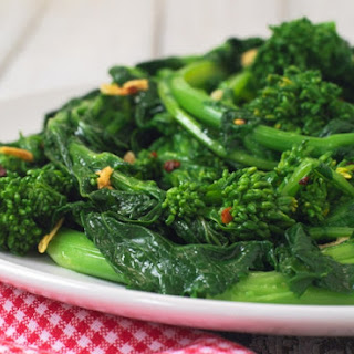 Sautéed Rapini with Garlic and Red Pepper Flakes