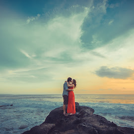 Love no boundaries.... by Mike Tan - Wedding Bride & Groom ( mike tan, kiss, bali, wedding, photographer )