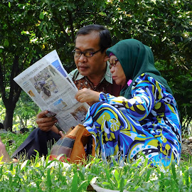 ONE NEWSPAPER FOR TWO by Khussuma Neeghara - People Couples