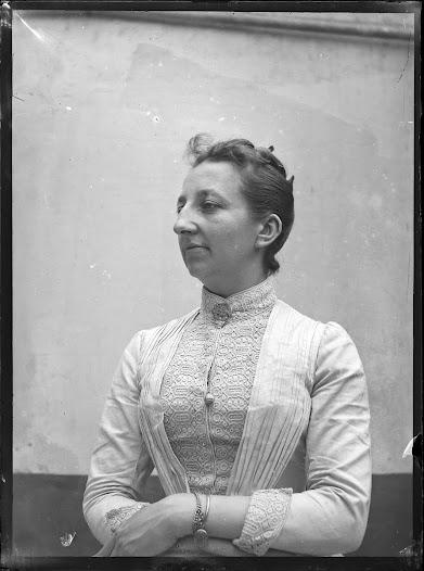 Léonie La Fontaine (1857-1949) (BE).Medewerkster aan het Repertorium vanaf 1893. Voegt een sectie feminisme toe aan het Office International de Bibliographie.