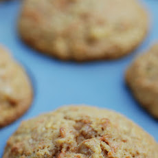 Moist and Low Fat Carrot-Raisin-Apple-Muffins