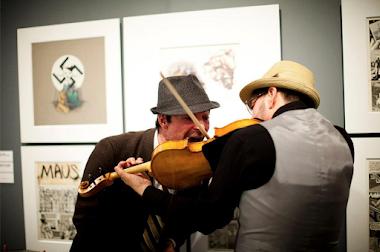 <p> photog:&nbsp;Rafal Gerszak</p> <p> billy marchenski + stefan smulovitz (viola)</p>