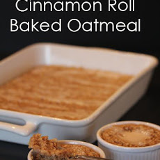 Cinnamon Roll Baked Oatmeal anyone?!