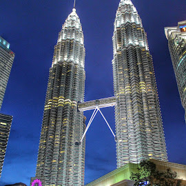Twin Tower by Fattah Al Ghani Ibrahim - Buildings & Architecture Office Buildings & Hotels ( klcc, asia, buildings, malaysia, kuala lumpur )