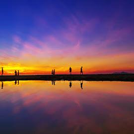 surise melody by Trang Nguyen - Landscapes Sunsets & Sunrises ( nature, sea, travel, places, seascape, landscape, people )