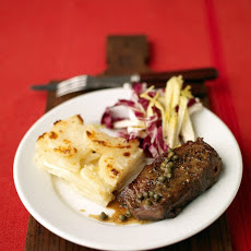Steak with Wine Sauce and Potato Gratin