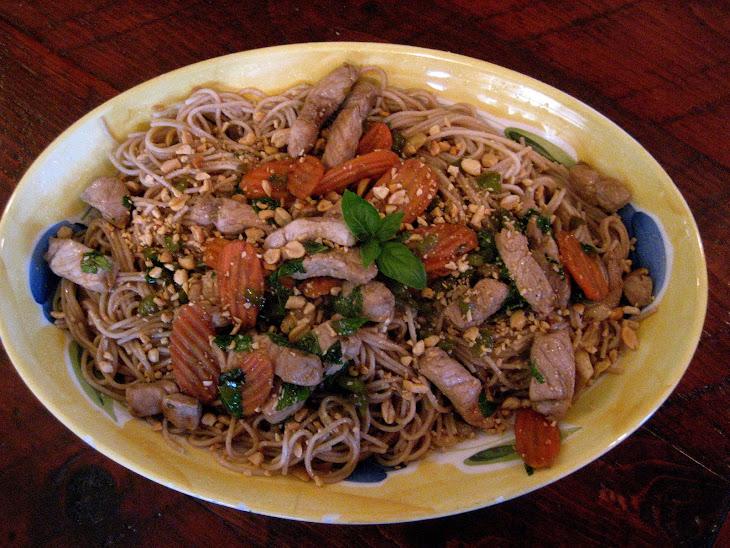 My Thai Peanut Basil Pork & Noodles Recept | Yummly
