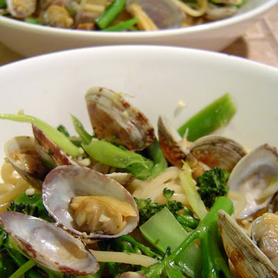 Steamed Clam and Broccolini Spaghetti