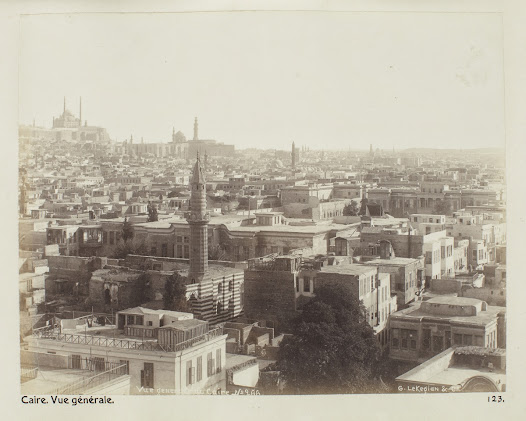 In 1900 Cairo was a modern metropolitan, where European and American tourists could find everything they wanted.