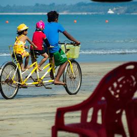 ညီကုိေမာင္ႏွမ by Zaw Aung - Transportation Bicycles