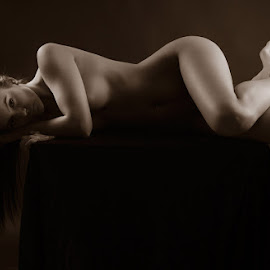 the light and the shadows by Јанус Т. - Nudes & Boudoir Artistic Nude