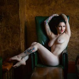 Courtney in London Pub by Perry Gallagher - Nudes & Boudoir Artistic Nude ( erotic, girl, nude, perry gallagher, woman, breasts, legs )