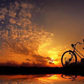 motret sunset neng pit by Indra Prihantoro - Digital Art People ( sunset, sunrise, bicycle, blue, orange. color )