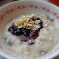 Cherry Bakewell Breakfast Oats.