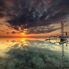 Tradisional Boat by Yudik Pradnyana - Transportation Boats ( clouds, water, bali, waterscape, boats, beautiful, beach, sunrise, landscape )