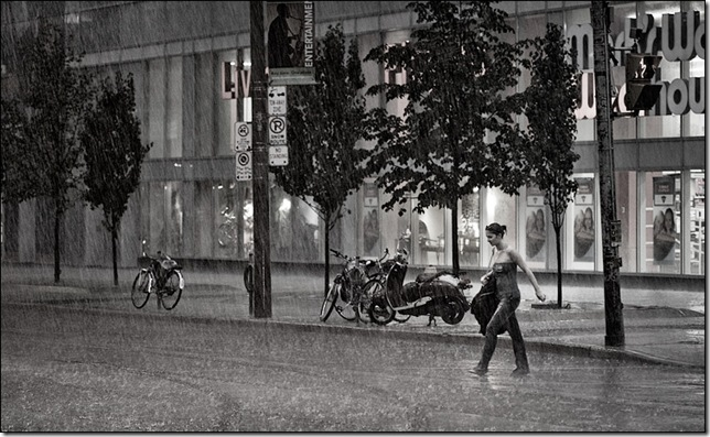 rainy-day_dundas_girl_crossing_01