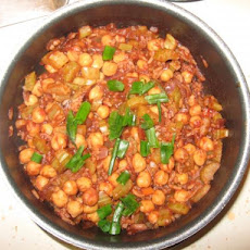Gingery Chickpeas in Spicy Tomato Sauce
