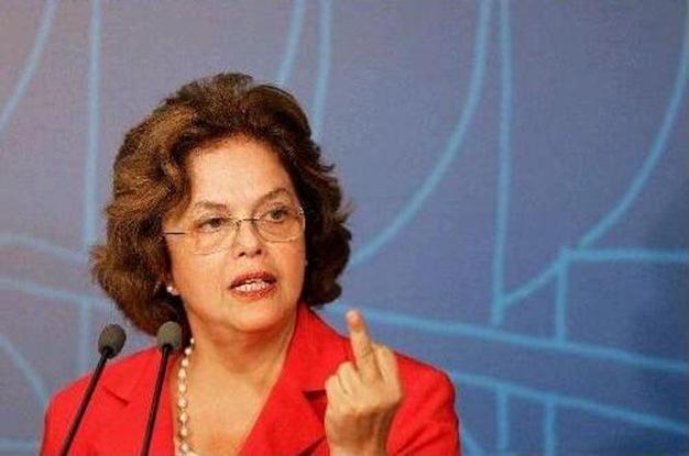 1_Dilma_dedo