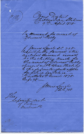 This memo states that it includes a copy of the warrant issued by the Chiltern Bench for the arrest of Edward Kelly on charges of horse stealing.