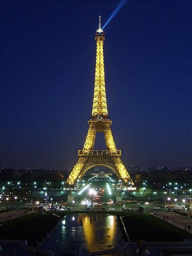 Tour eiffel - Robe dorée dans Photographies du Paris d'hier et d'aujourd'hui