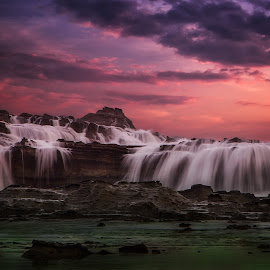Wave breaker by Safrudin Fathan - Landscapes Waterscapes ( karang taraje, sunset, sawarna, landscape )