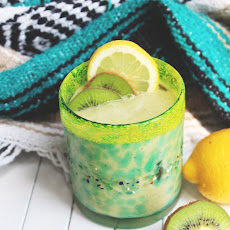 Creamy Coconut Kiwi Smoothie