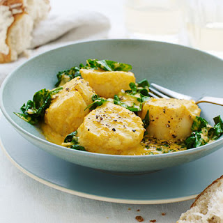 Curried Scallops with Spinach