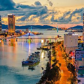 Đà Nẵng city by TBone Lê - City,  Street & Park  Skylines ( skyline, building, vietnam, cityscape, bridge, danang, nightscape )
