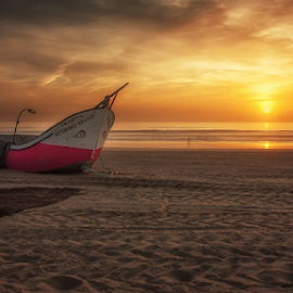 Vitorino Velho by António Leão de Sousa - Landscapes Sunsets & Sunrises ( canon, beaches, arte xávega, costa de caparica, seascapes, boats, atmosphere, waterscapes, fishing boat,  )